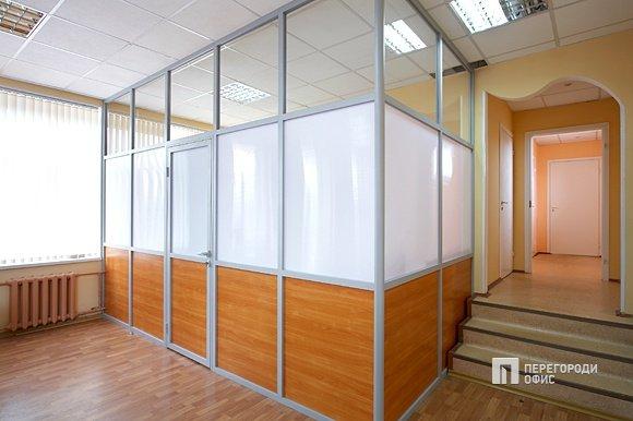 Как улучшить практические характеристики помещения, используя офисные перегородки?